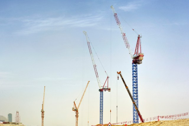 Easy Engineering: Nurol Construction puts five Raimondi cranes across two Dubai jobsites