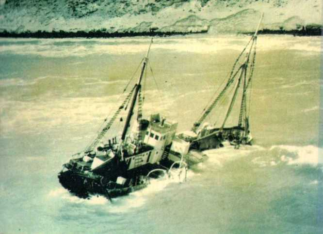 Natone grounded on the rock in 1959. The crew all escaped without injury