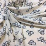 Viskose med blå og hvit mønster