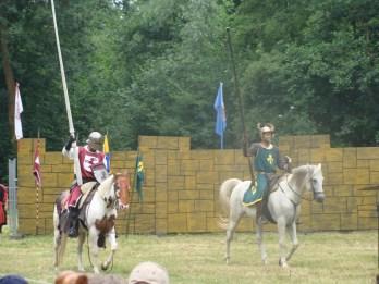 Die Ritter machen sich bereit zum Tjosten