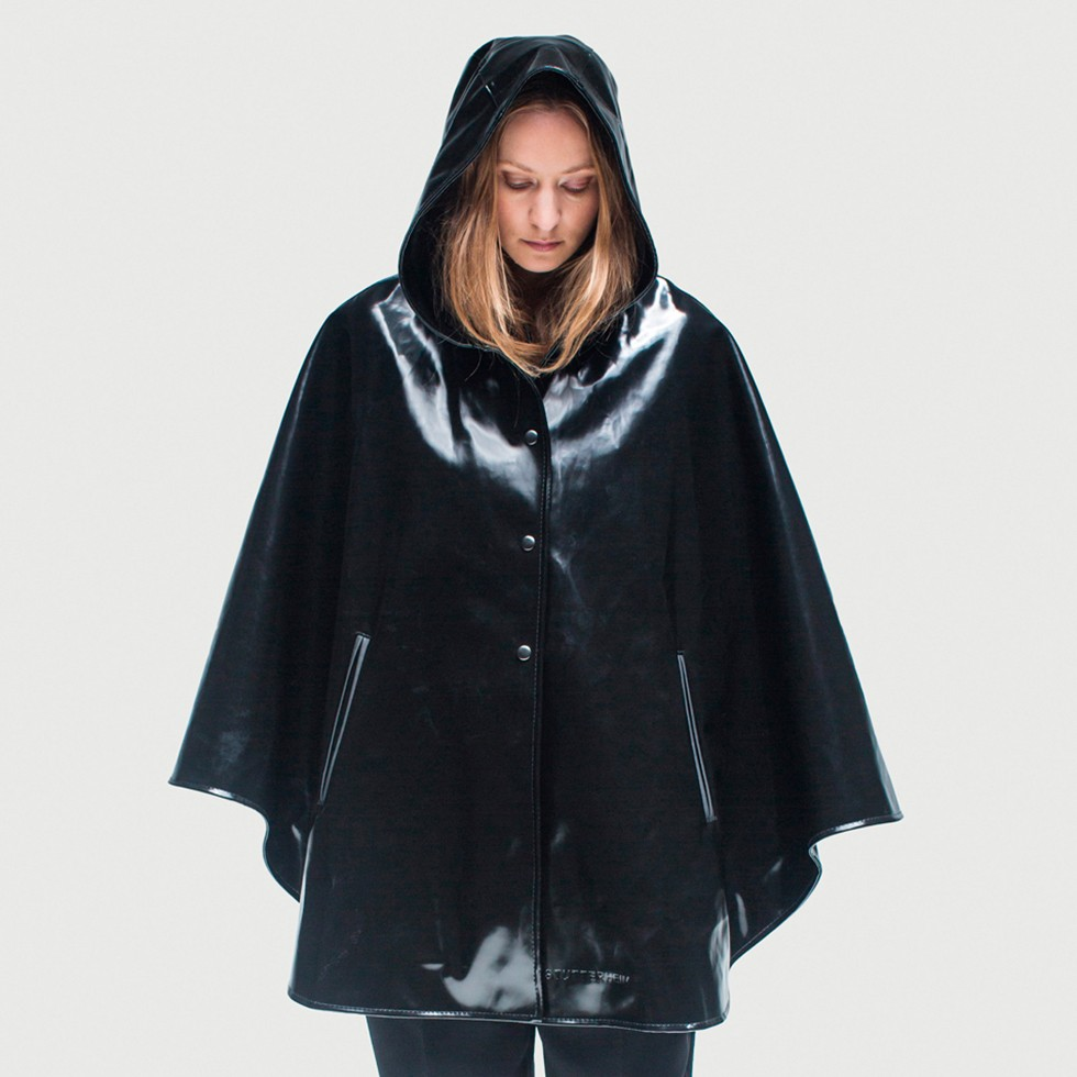 The Öland Opal Black Cape-Rubberized Cotton Raincoat