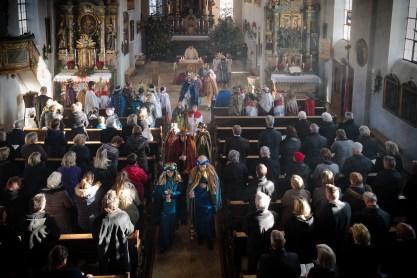 42 Sternsinger am Neujahrstag auf dem Samerberg ausgesandt