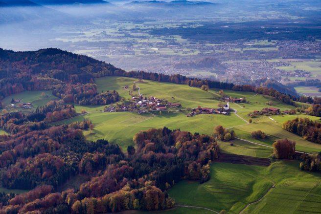 Blick über Steinkirchen ins Rosenheimer Land