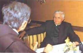 Cardeal Ratzinger com o Pe. Slavko Barbaric, Pároco Franciscano da Paróquia de Medjugorje.