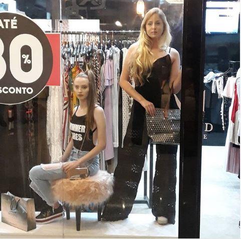Carine Viol e Amanda Antunes - Vitrine Viva no Barbacena Shopping.