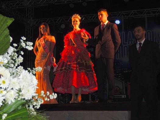 Rainha das Rosas faz presença VIP no Festival de Carros de Boi de Ibertioga.
