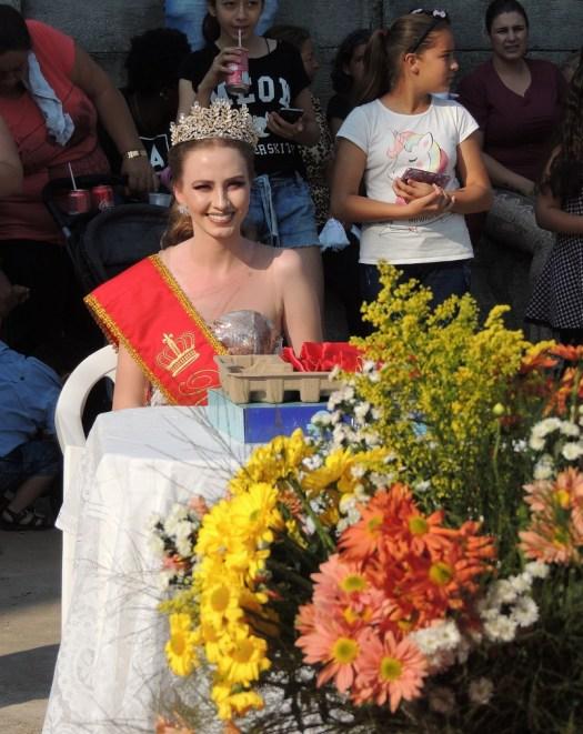 A Rainha pode assistir ao desfile num lugar de honra.