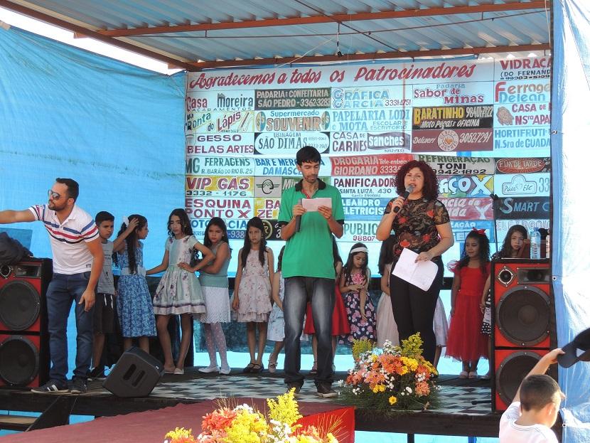 Ana Gouvêa e Alexandre X do cerimonial do evento.