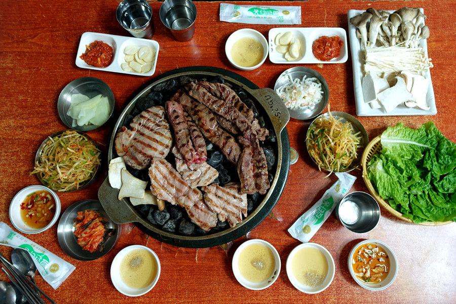 首爾 Seoul | 弘大 小豬存錢筒(小豬儲蓄罐) 홍대 돼지저금통 石頭烤肉 雷雨中的美味