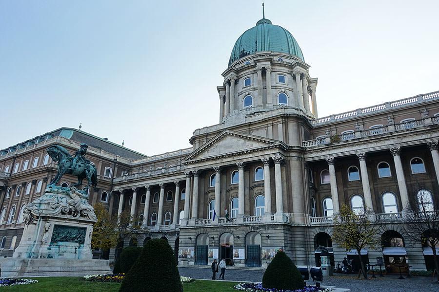 布達佩斯   布達皇宮 Budai Vár 國家藝廊參觀、城堡區景點地圖導覽