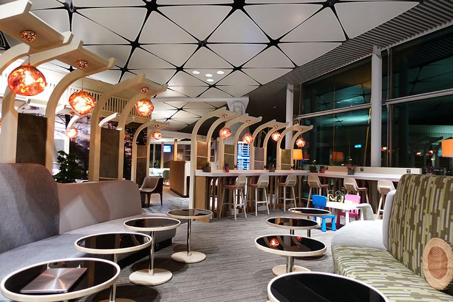 香港機場HKG   香港航空貴賓室「遨堂 Club Autus」中場客運大樓