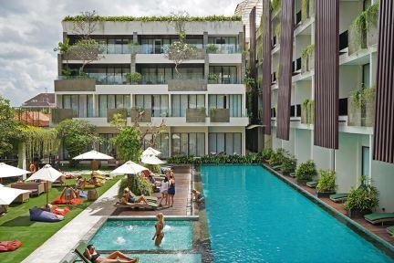 峇里島水明漾福朋喜來登酒店 Four Points by Sheraton Bali, Seminyak 平價泳池住宿,早餐精緻好吃!!