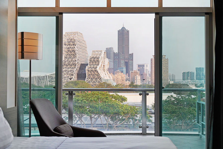 城市商旅高雄真愛館 City Suites,駁二住宿首選,坐擁最美港景與城市天際線!!