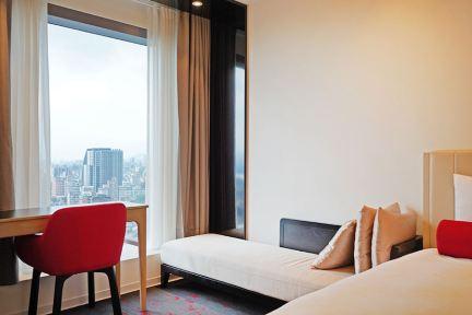 台北凱達大飯店 Caesar Metro Taipei 凱薩集團平價露天泳池住宿,坐享高樓景觀,捷運3分鐘、萬華火車站在樓下!!