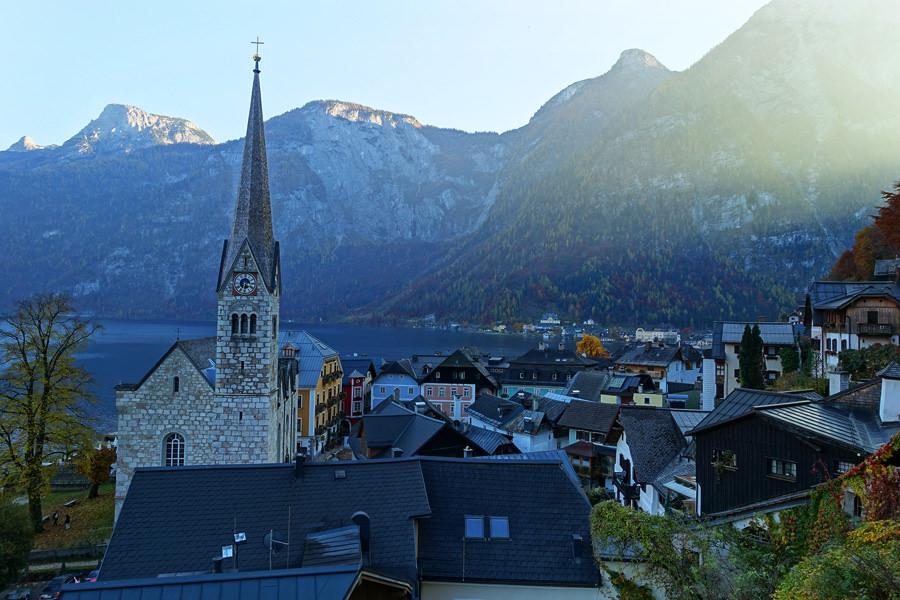 哈修塔特基督教路德教堂 Lutheran Kirche Hallstatt 小鎮指標建築,任何角度都迷人!!