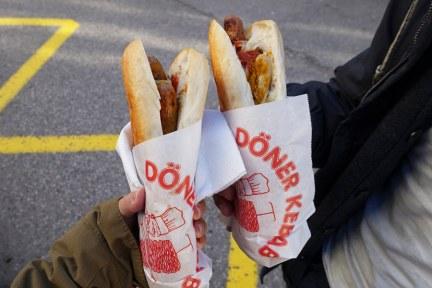哈修塔特 Hallstatt   市場碼頭船站小吃攤 Eura Döner (旋轉烤肉 Döner Kebap)