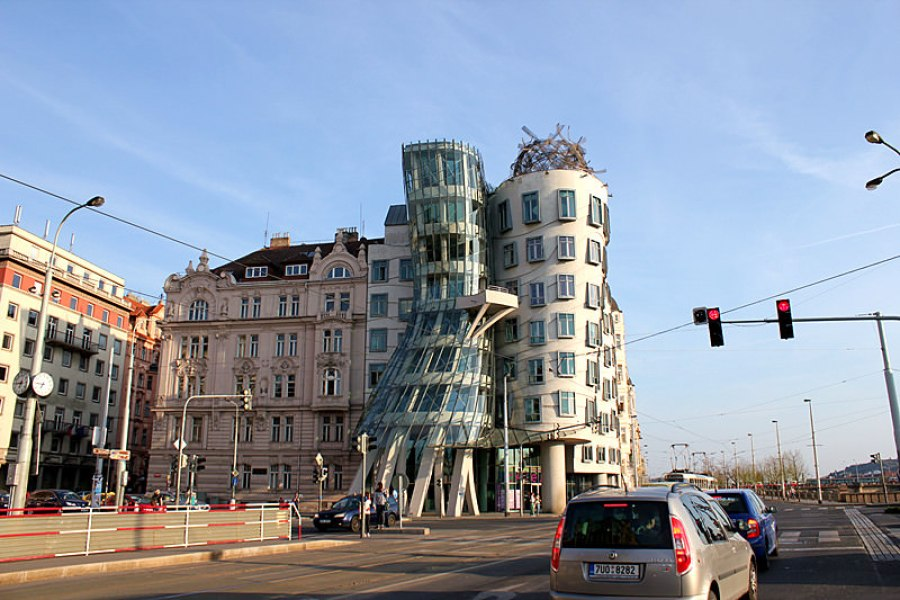 布拉格跳舞大樓 Ginger & Fred – The Dancing House