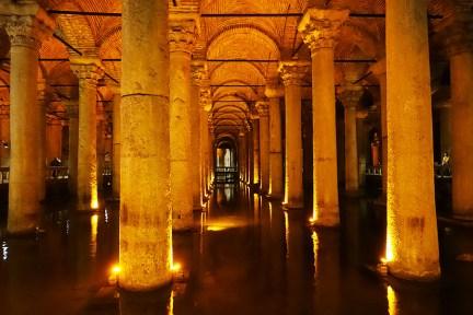 伊斯坦堡 İstanbul ★ 地下水宮殿 | 沉沒的千年宮殿 與 蛇髮女妖美杜莎 Medusa