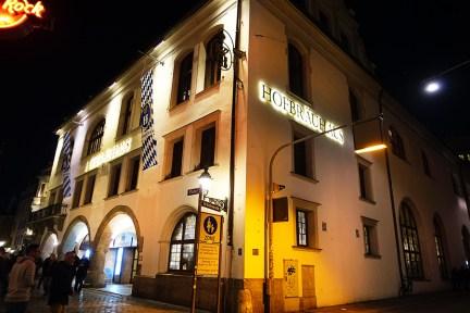 慕尼黑 Munich | HB 皇家啤酒屋 Hofbräuhaus 世界最大啤酒屋 x 脆皮豬腳大餐