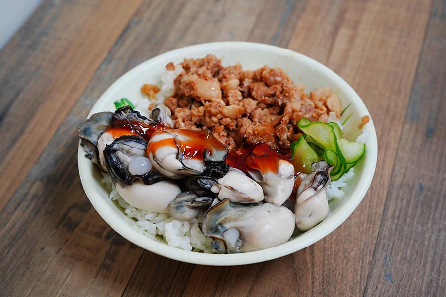 澎湖原味漁村小吃 | 市區人氣美食推薦,就吃烤生蠔、小管麵線、沒見過的鮮蚵滷肉飯!!