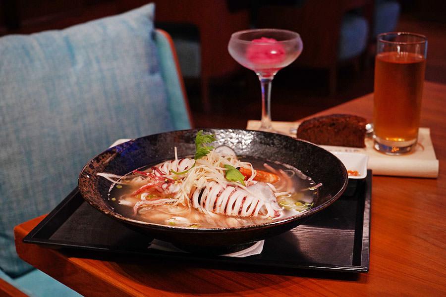 澎湖藍洞餐廳 Apatite 福朋喜來登複合式西餐,龍膽石斑豪華海鮮麵線,爆量海鮮超過癮~