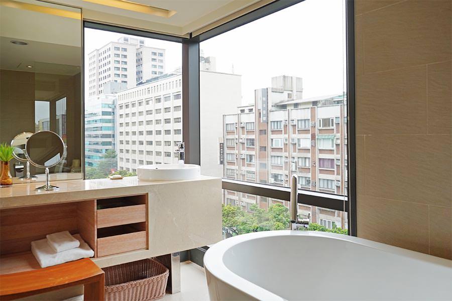 和逸飯店‧台北民生館 HOTEL COZZI Minsheng Taipei 舒適都會型商務旅館~機器人服務太可愛!