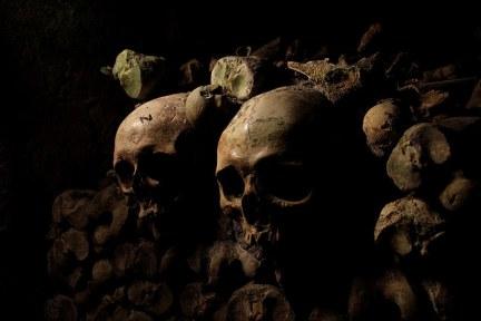 巴黎 Les Catacombes de Paris 只進不出!! 法國超驚悚百萬地下人骨墓穴