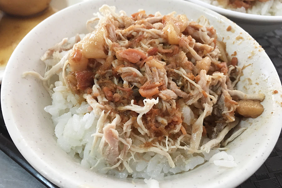 高雄郭家肉燥飯,老字號錦田路總店,其實雞絲飯也很威!!