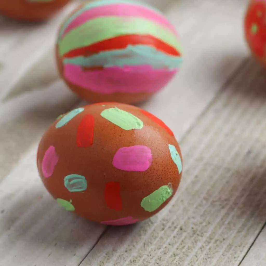 Chalkboard easter eggs from artsy momma. Easy Easter Craft For Toddlers Painted Easter Eggs