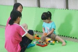 父母參加講座免煩惱,嘉義圖書館體貼開設玩具圖書館