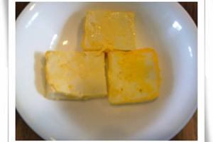 【1y~1y3m】副食品:蛋黃料理之豆腐蒸蛋與蛋煎豆腐