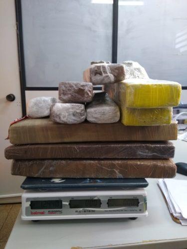 Mulher é presa transportando drogas em ônibus; entorpecente seria levado para o Maranhão
