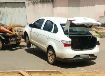 Decar: Carro utilizado em roubo de cargas é recuperado em poder de receptador