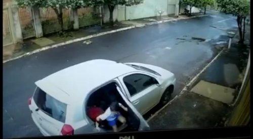Polícia Civil prende em Rio Verde suspeitos de roubo de carro; criança que estava no veículo conseguiu escapar