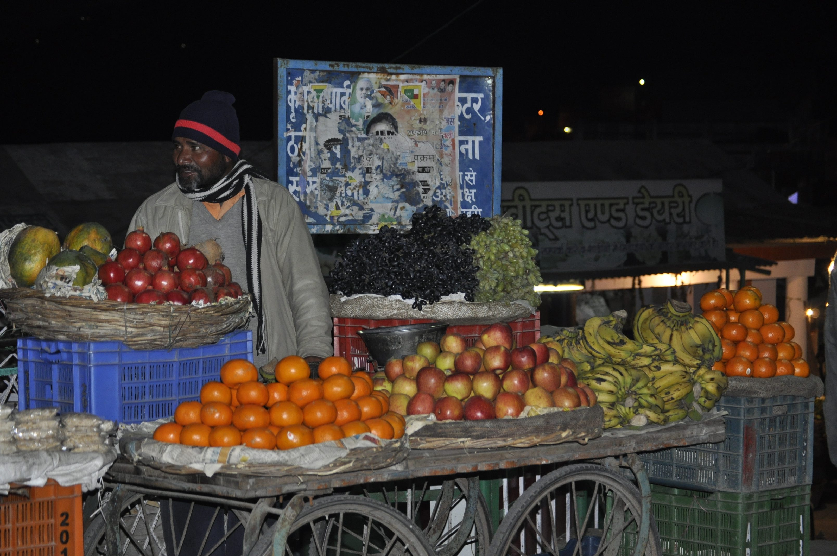 Fruit vendor at Bauradi -- Near New Tehri