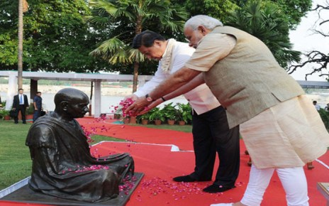 The Prime Minister, Shri Narendra Modi and the Chinese President, Mr. Xi Jinping paying floral tributes at the statue of Mahatma Gandhi, at the Sabarmati Ashram, in Ahmedabad, Gujarat on September 17, 2014.