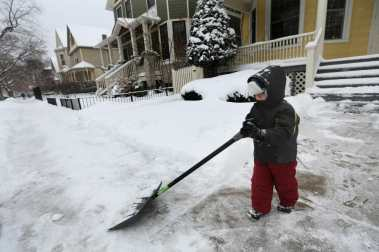 ct-shoveling-snow-joy-storm-perspec-0103-20140-001