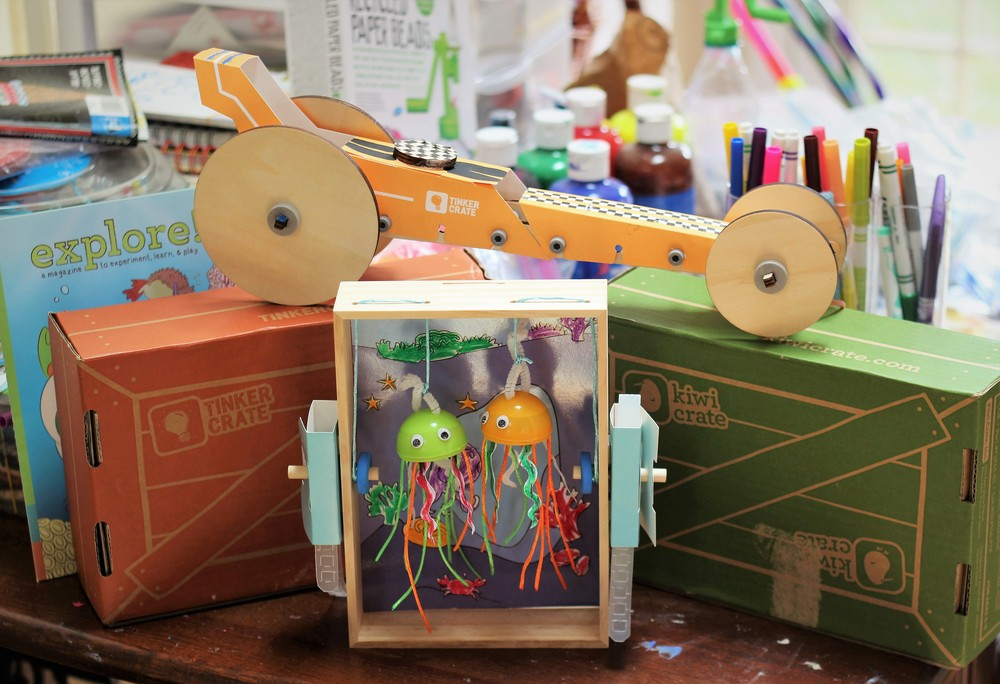 Kiwi Crate is a art & craft kit for kids that is delivered to you every month. Each kit contains 2 art, craft or science projects and each monthly subscription has a different theme.