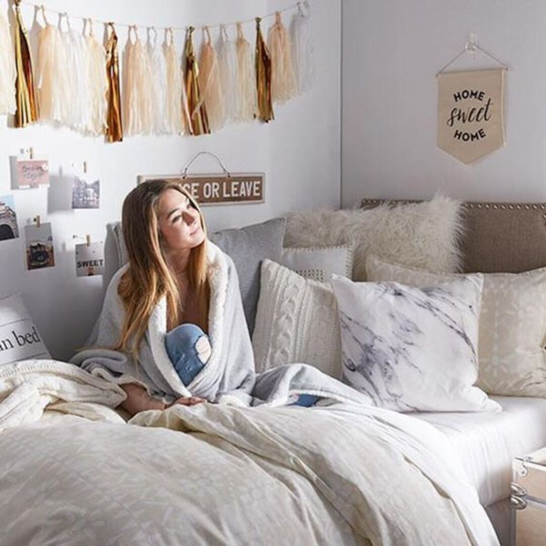 16 Simple Ways To Make Your Dorm Room Feel Like Home Raising
