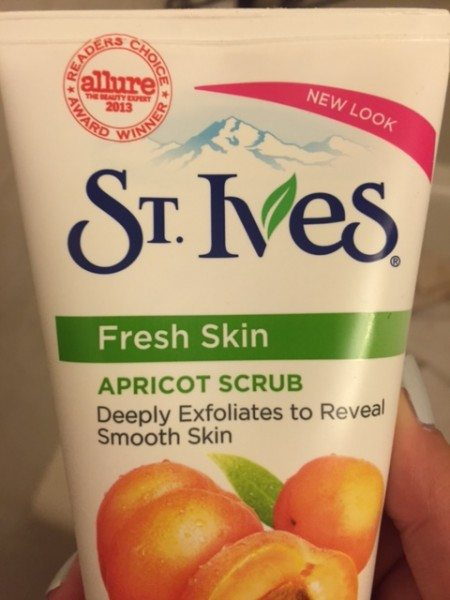 St Ives Apricot Scrub