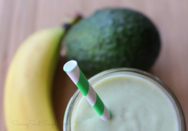 Easy paleo smoothie Paleo Banana Avocado Smoothie Recipe - Creamy and delicious, gluten-free, dairy-free. Kid friendly and taste tested approved! #Recipe #Smoothie #HealthyRecipe #Paleo #GlutenFree #DairyFree