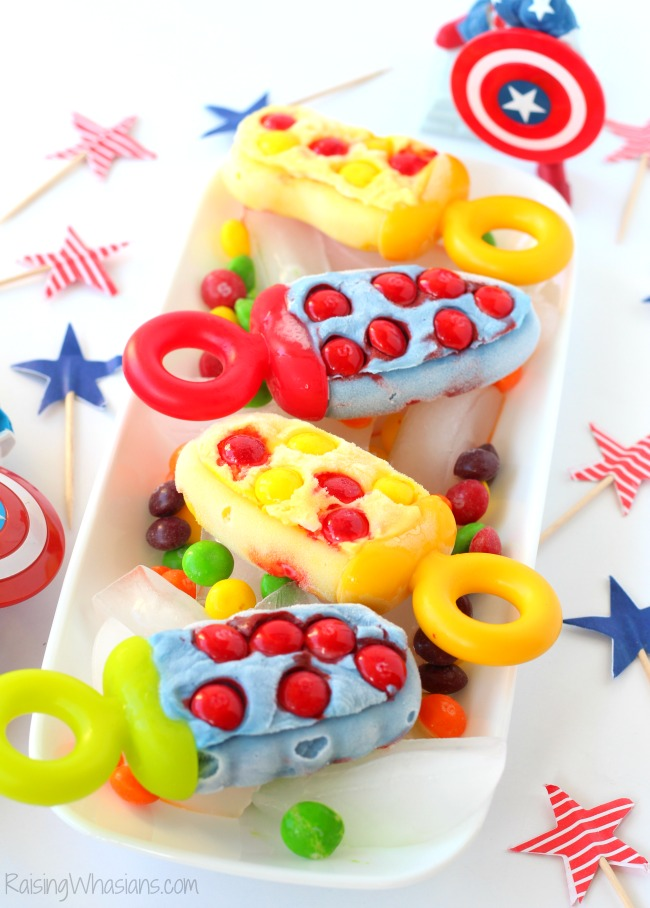 Captain America Civil War Popsicles - Sweet vs Sour | Make these easy Captain America and Iron Man popsicles for your next movie! Perfect for parties #Recipe #Dessert #KidsRecipe