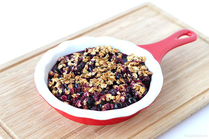 Easy blueberry crisp recipe grill Fire up the grill for this Easy Grilled Blueberry Crisp Recipe - a perfect dessert idea that's gluten-free, allergy friendly and Fresh from Florida! #Recipe #AllergyFriendlyRecipe #Recipe #FreshFromFlorida #Dessert #GlutenFree