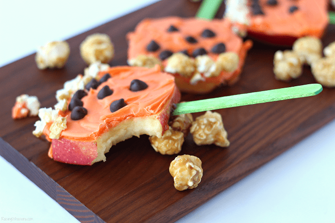 Pumpkin snack idea for kids Need a festive fall snack that kids love? Try these Pumpkin Apple Pops for a fun Jack-O-Lantern inspired snack, featuring G.H. Cretors Popcorn #Snack #Halloween #Recipe