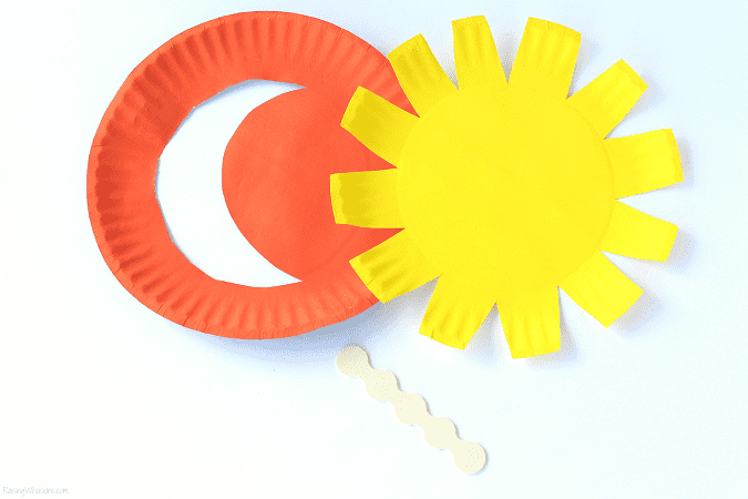 Easy day night paper plate craft