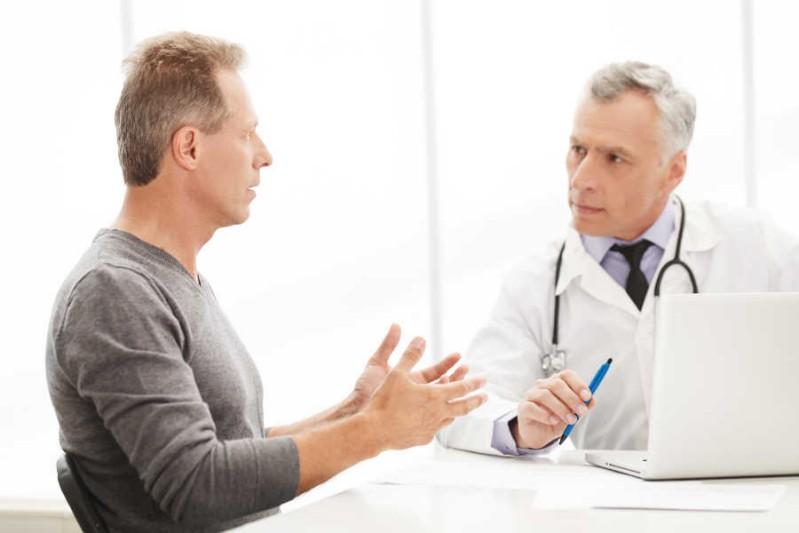 Homens com mais de 55 anos devem fazer consultas regulares com seu urologista.