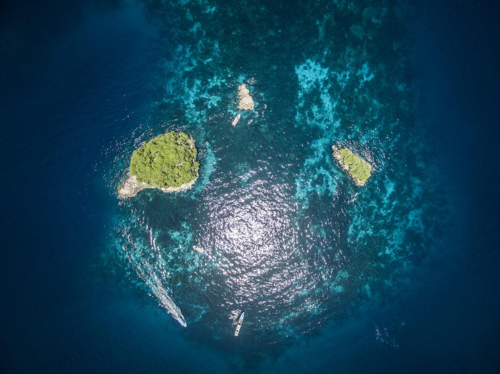 Resort o Liveaboard - raja ampa islands