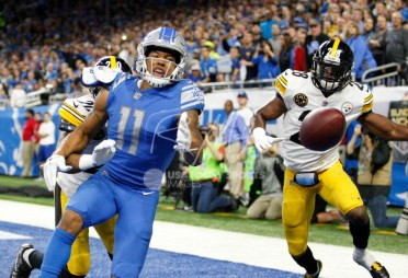 Oct 29, 2017; Detroit, MI, USA; Detroit Lions wide receiver Marvin Jones (11) misses a catch against Pittsburgh Steelers strong safety Robert Golden (20) and strong safety Sean Davis (28) during the third quarter at Ford Field. Mandatory Credit: Raj Mehta-USA TODAY Sports