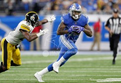 Oct 29, 2017; Detroit, MI, USA; Detroit Lions tight end Eric Ebron (85) runs after a catch against Pittsburgh Steelers strong safety Sean Davis (28) during the fourth quarter at Ford Field. Mandatory Credit: Raj Mehta-USA TODAY Sports
