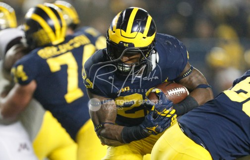 Nov 4, 2017; Ann Arbor, MI, USA; Michigan Wolverines running back Karan Higdon (22) runs with the ball during the third quarter against the Minnesota Golden Gophers at Michigan Stadium. Mandatory Credit: Raj Mehta-USA TODAY Sports